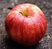 Спелое красное яблоко для приворота